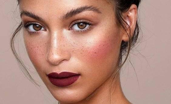 Maquillaje color vino
