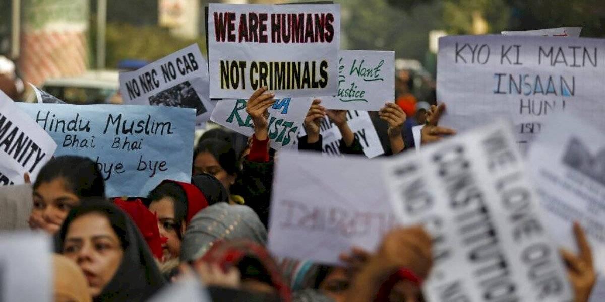 Policía india prohíbe protestas contra ley de ciudadanía