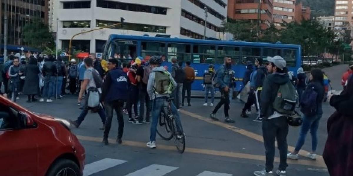 Esmad y manifestantes se enfrentaron en pleno centro financiero de Bogotá