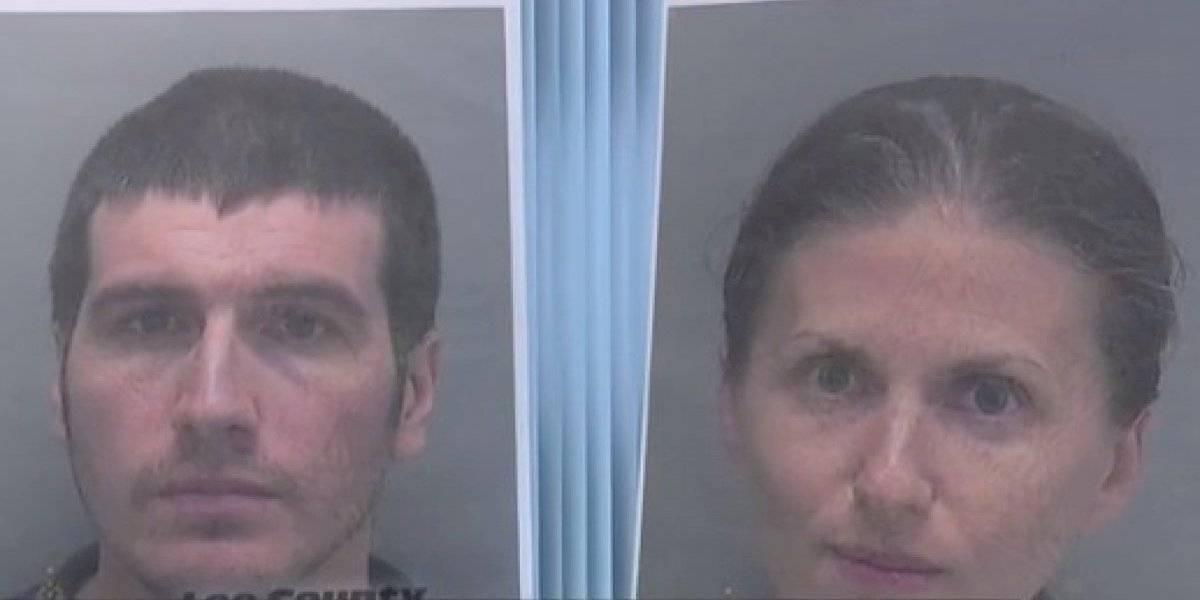 Lo alimentaban sólo con frutas y verduras crudas: pareja vegana es acusada de matar de hambre a su hijo de 18 meses