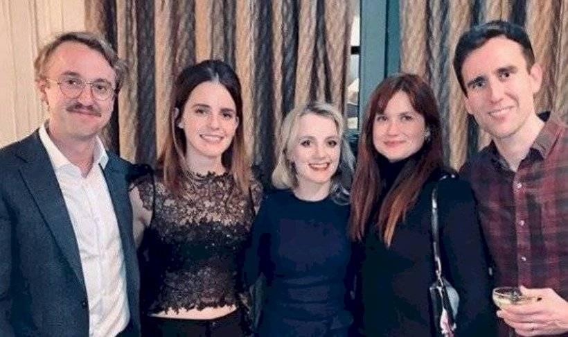Emma Watson comparte foto con elenco de