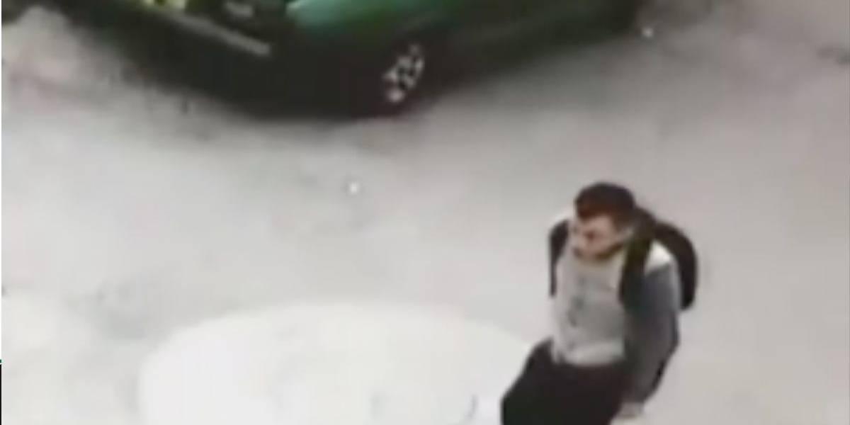 (Video) Sujeto golpeó a adulto mayor para robarle su bicicleta