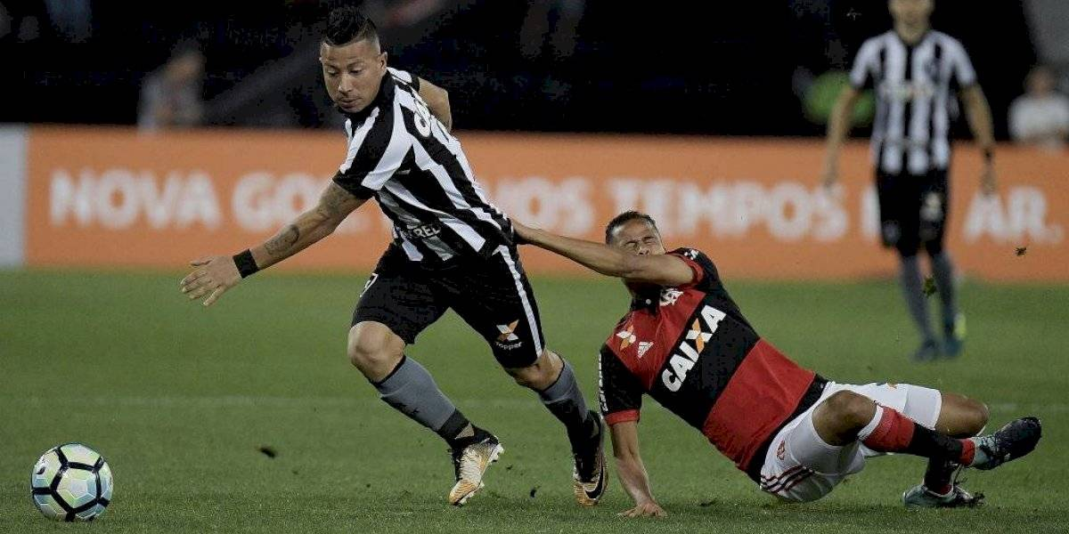 Leonardo Valencia vuelve al fútbol chileno para vestir la camiseta de Colo Colo