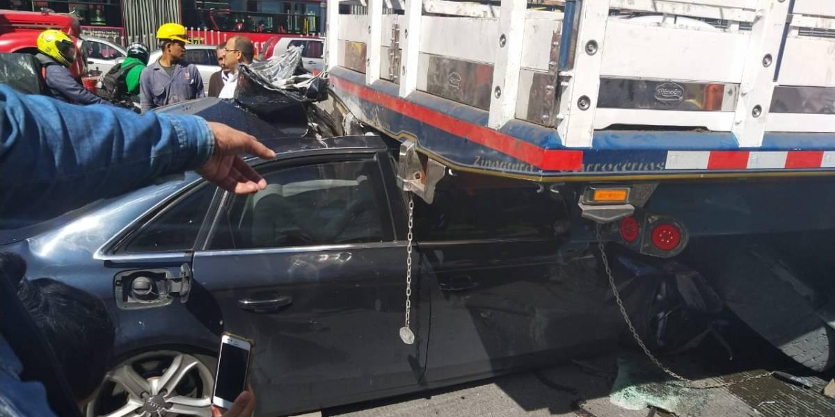 Grave choque de automóvil y camión en la Autopista Norte causó inmenso trancón