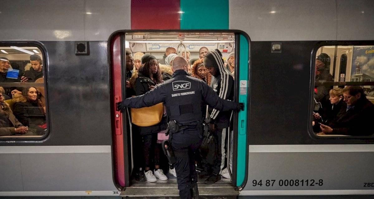 Huelga en Francia deja a miles sin trenes para Navidad