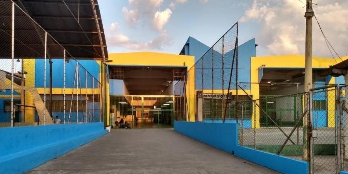 TJ-SP suspende pintura de escolas estaduais com cores do PSDB