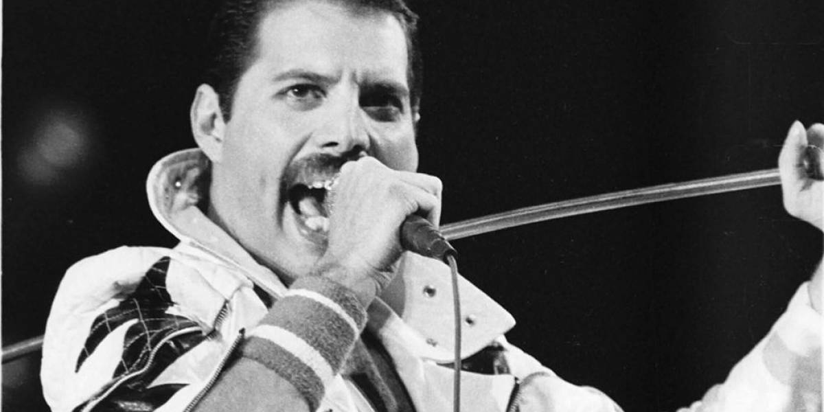 The Queen announces the broadcast of the show's history, a tribute to Freddie Mercury