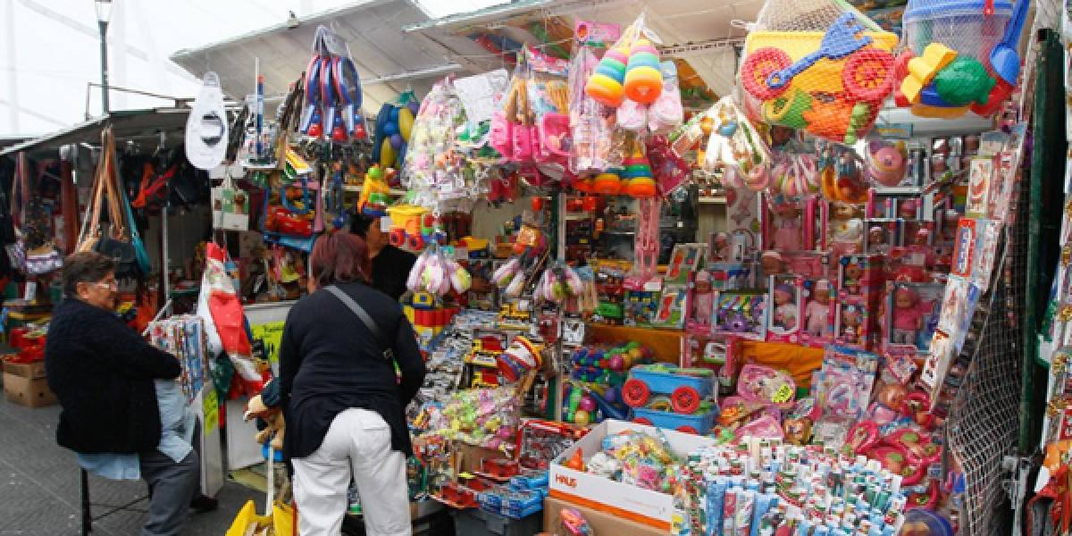Encuesta sobre los chilenos en Navidad: las deudas del año obligan a reducir la compra de regalos