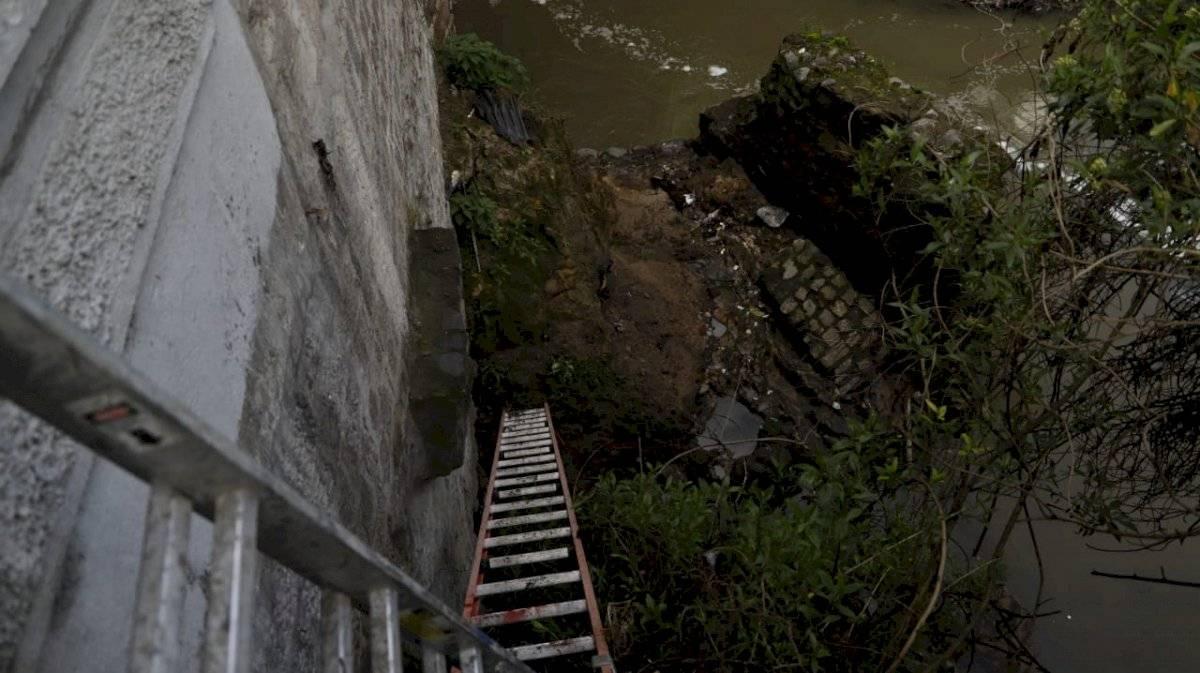 socavamiento en el puente del río Machángara API