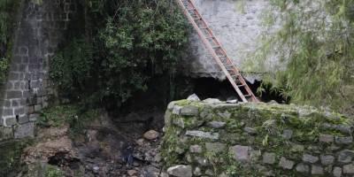 socavamiento en el puente del río Machángara