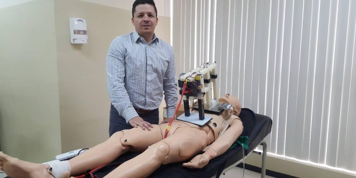 Ecuatoriano lidera el proyecto para desarrollar un resucitador cardiopulmonar de bajo costo