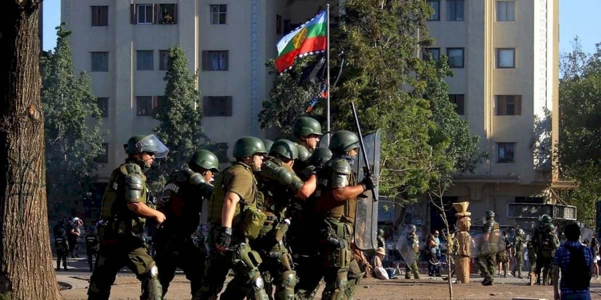 Corte descarta tortura y revoca prisión preventiva de carabineros de FFEE por agresión en Plaza Ñuñoa