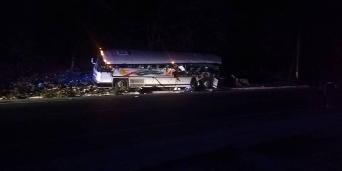 Un conductor iba ebrio: choque en carretera de Guatemala deja al menos 20 muertos, 9 de ellos niños