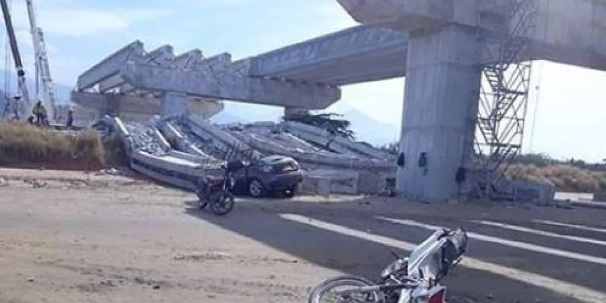 ¡Atención! Una persona muerta deja caída de vigas de puente en construcción