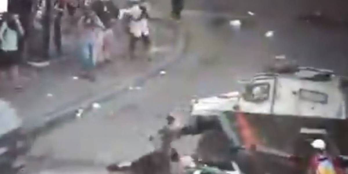 Carro policial atropelló a joven en medio de manifestaciones en Chile