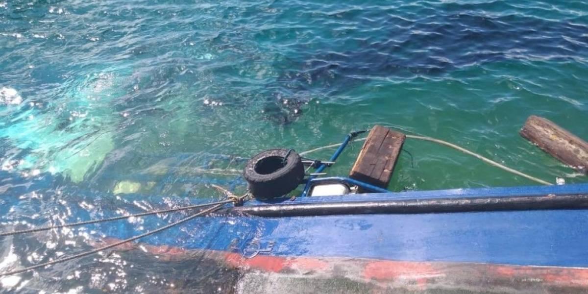 Riesgo ambiental: Se declara emergencia en Galápagos tras hundirse gabarra