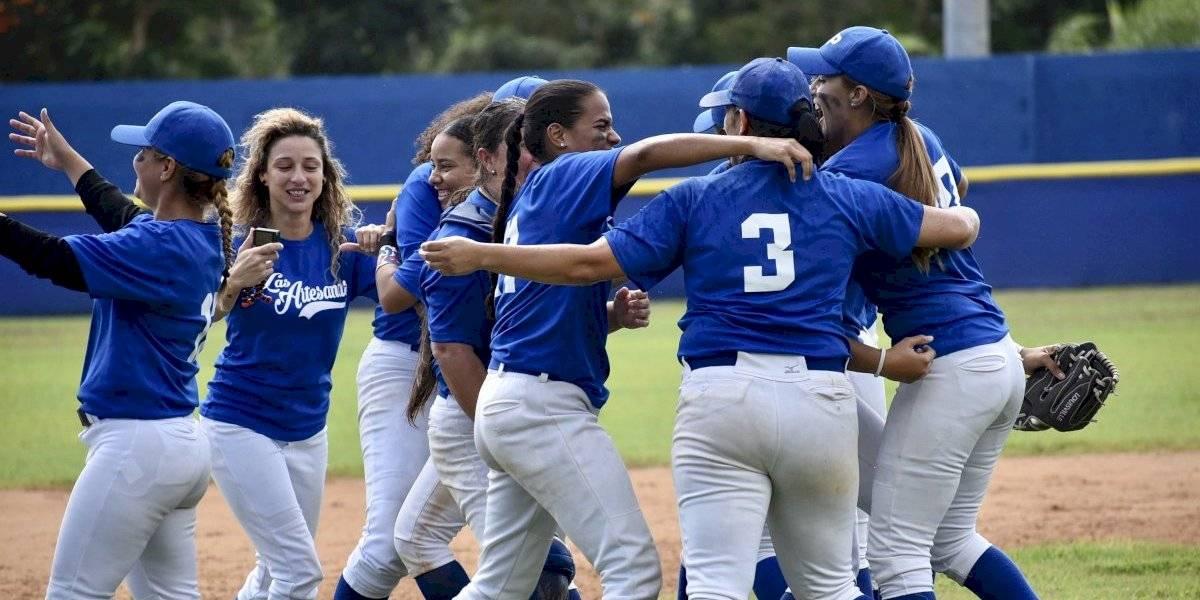 Artesanas se coronan en el béisbol femenino