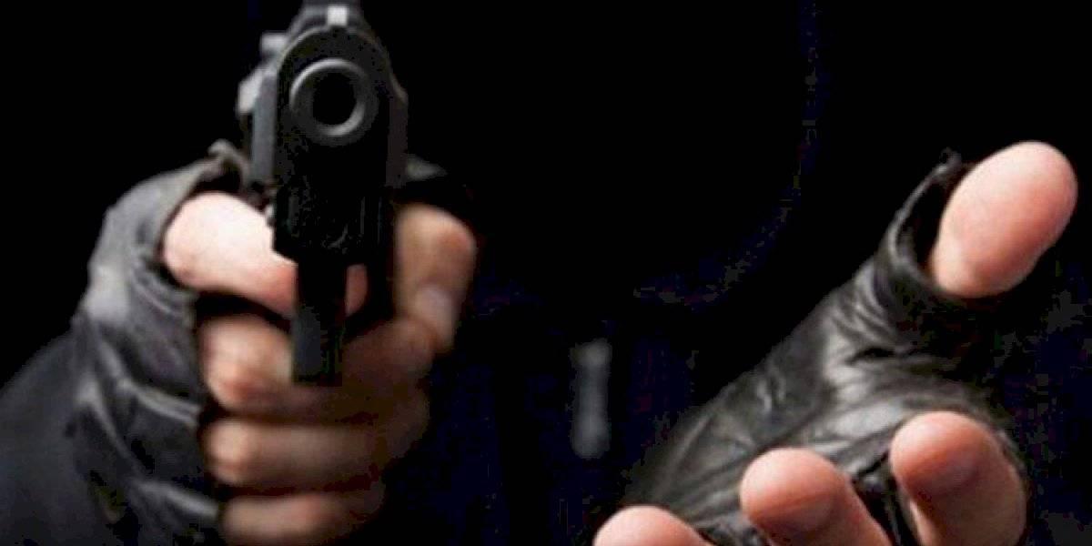 Mujer es víctima de robo tras salir de su trabajo en Río Piedras