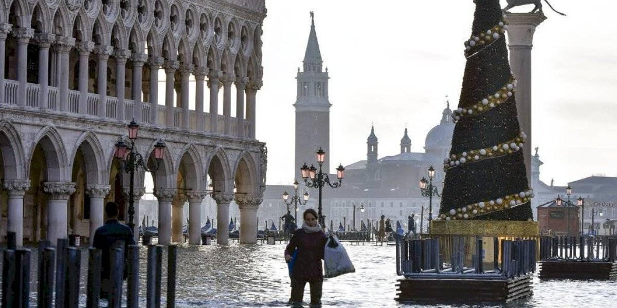 El agua en Venecia ya pasó el metro de altura: la ciudad vuelve a inundarse