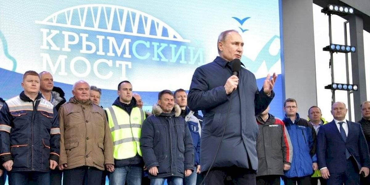 Putin inaugura puente ferroviario entre Rusia y Crimea