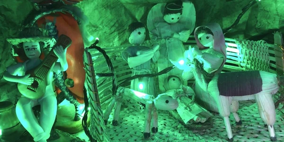 Coleccionista expone más de 300 nacimientos durante Navidad