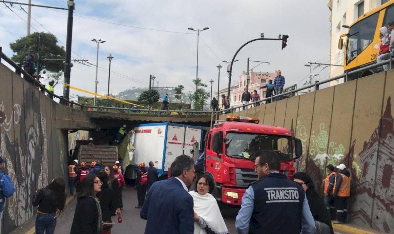 Camión se impactó contra puente de San Blas