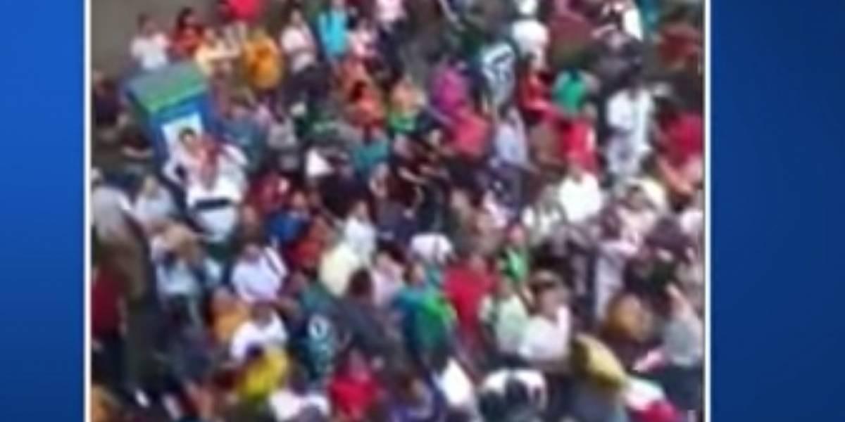 Desconocido lanzó un sin número de billetes en el centro de Medellín