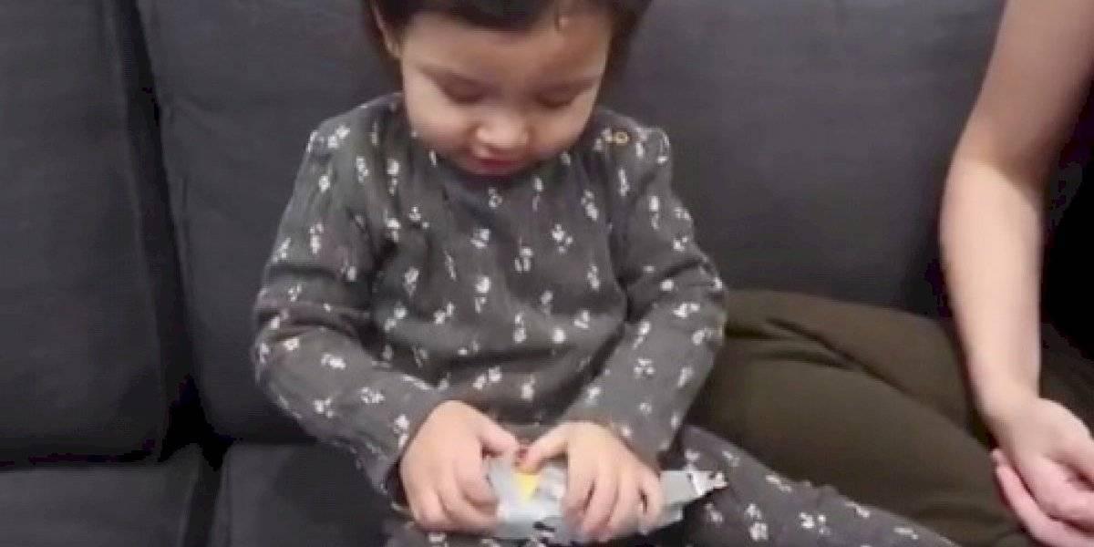 La increíble reacción de una pequeña con un inusual regalo de navidad que enamoró en redes