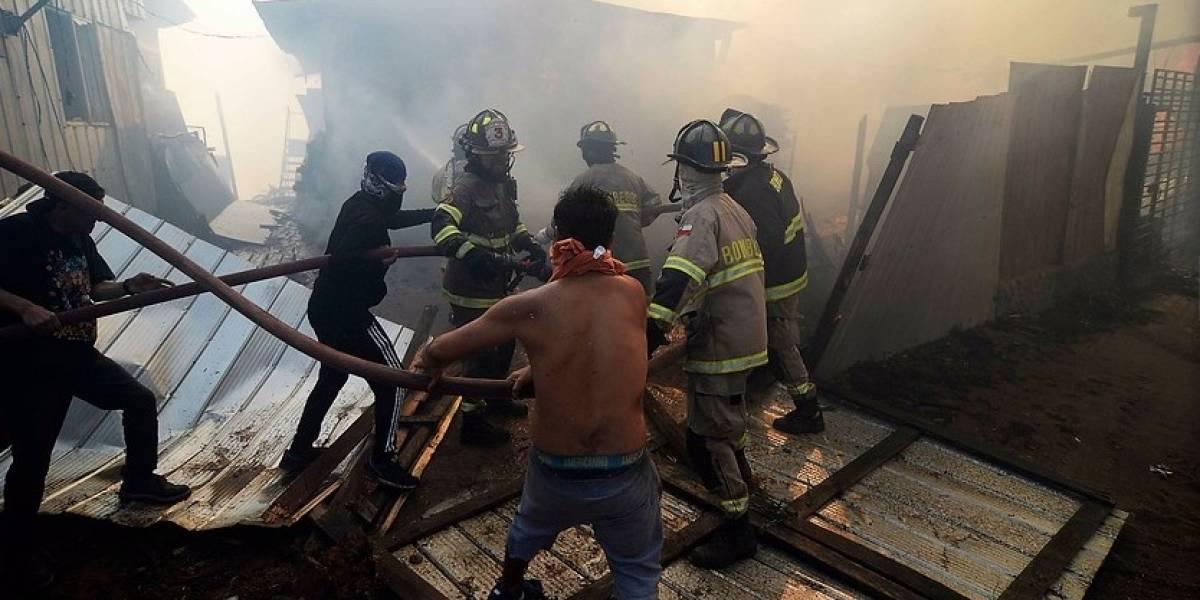 Medio centenar de viviendas afectadas por incendio en Rocuant — Bomberos