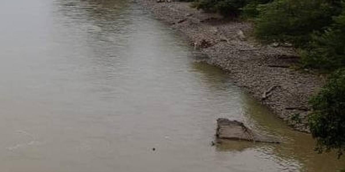 ¡Aterrador! Hallan cuerpo flotando en el río Medellín