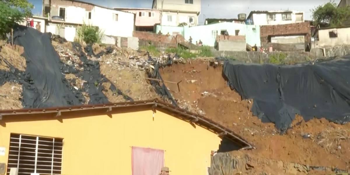 Deslizamento de barreira no Recife deixa 7 mortos, incluindo bebê de 2 meses