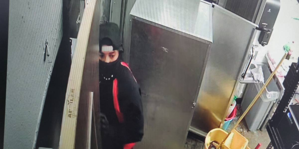 Buscan sujetos por robos en gasolineras de Carolina