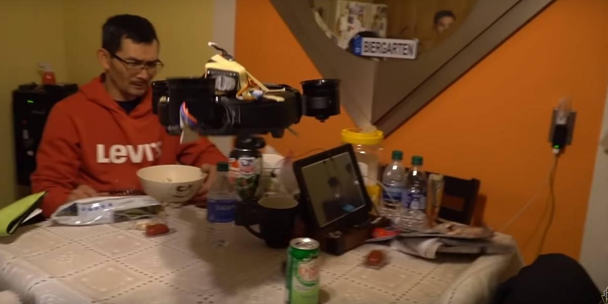 Black Mirror: ingeniero crea aspiradora Roomba que vuela (y ensucia más de lo que limpia)