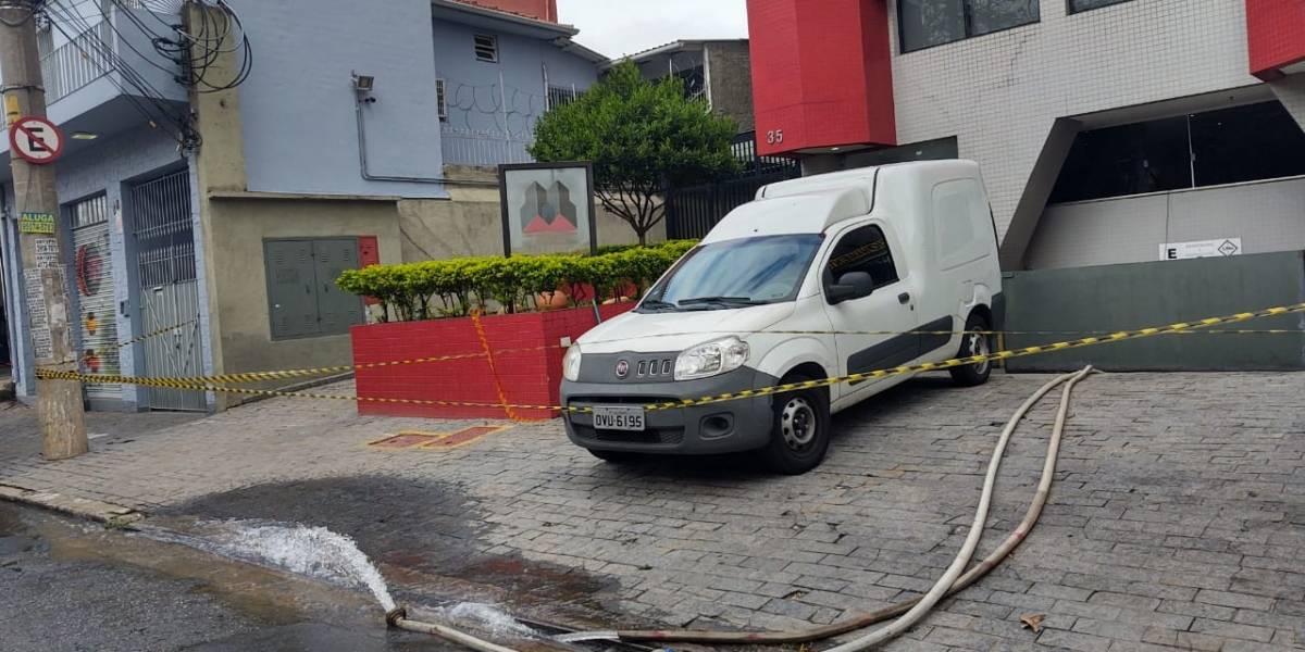 Garagem segue inundada em Santana após morte de motorista