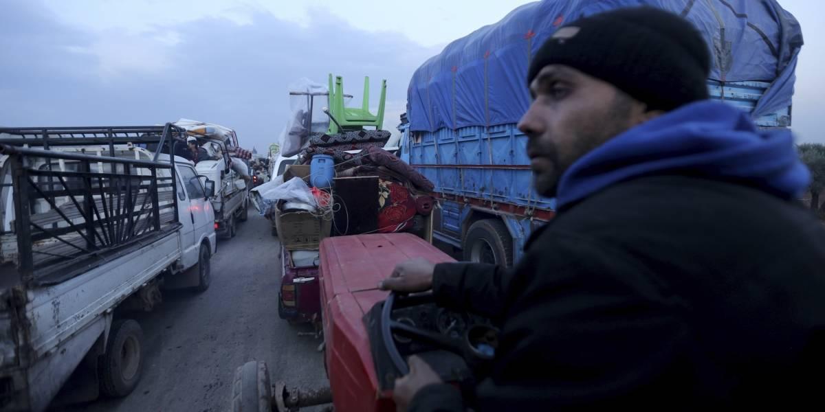 216.000 huyen de sus hogares en noroeste de Siria