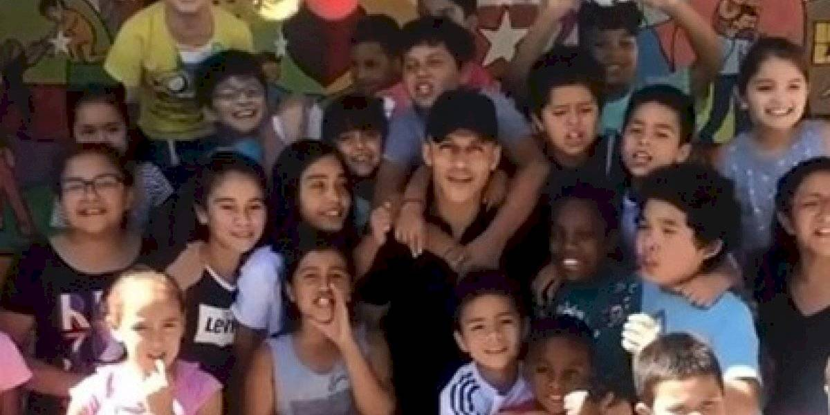 Alexis Sánchez sorprendió a los niños de Tocopilla y les entregó regalos de Navidad
