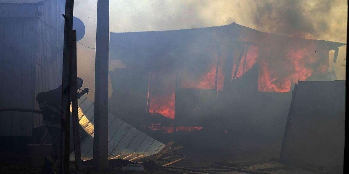 Grave incendio se presentó en Valparíso, Chile