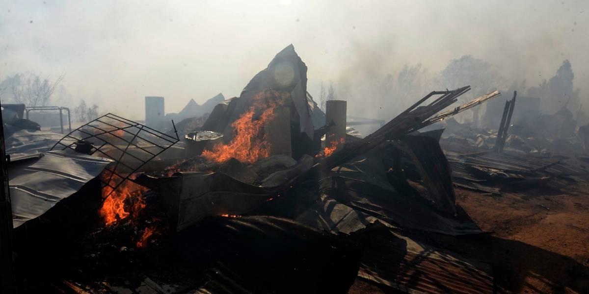 Último balance por incendio en Valparaíso: cerca de 200 viviendas destruidas y número podría aumentar