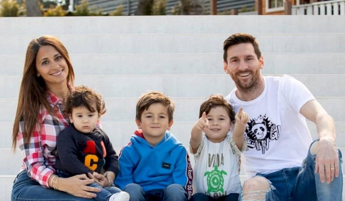 Lionel Messi y familia en foto navideña