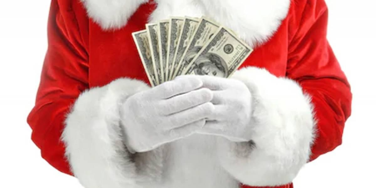 Hombre encuentra al dueño de una mochila con 16 mil euros y regalos de Navidad