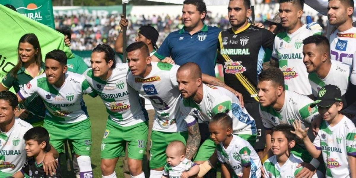 El gran gesto de los futbolistas de Antigua con Anllel Porras y Cristian Jiménez