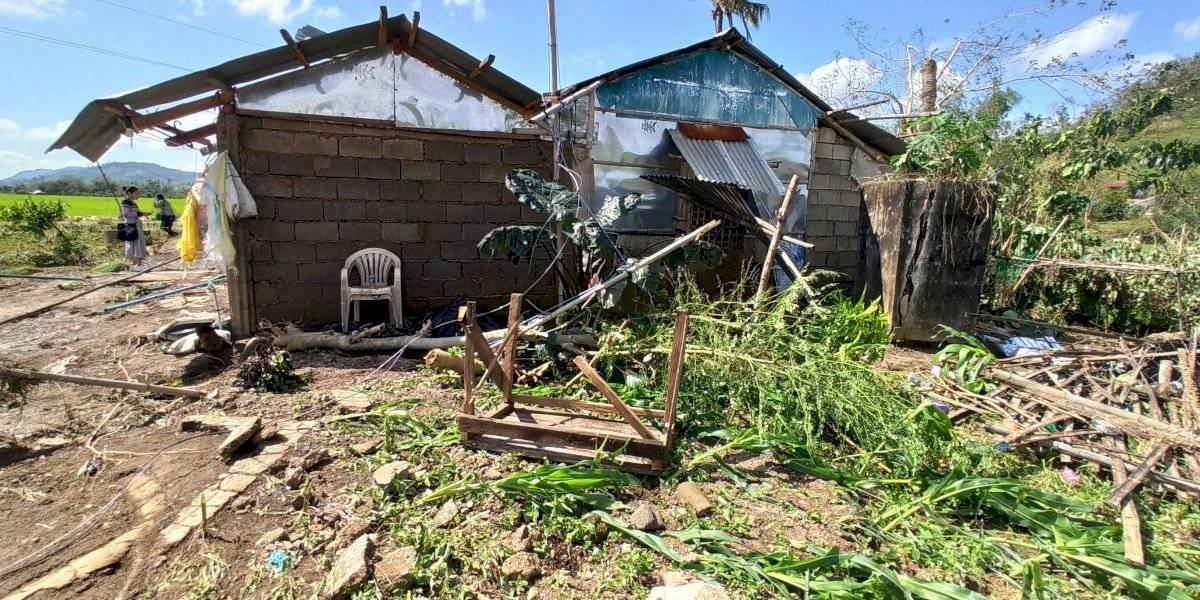 Tifón azota el centro de Filipinas y deja 20 muertos