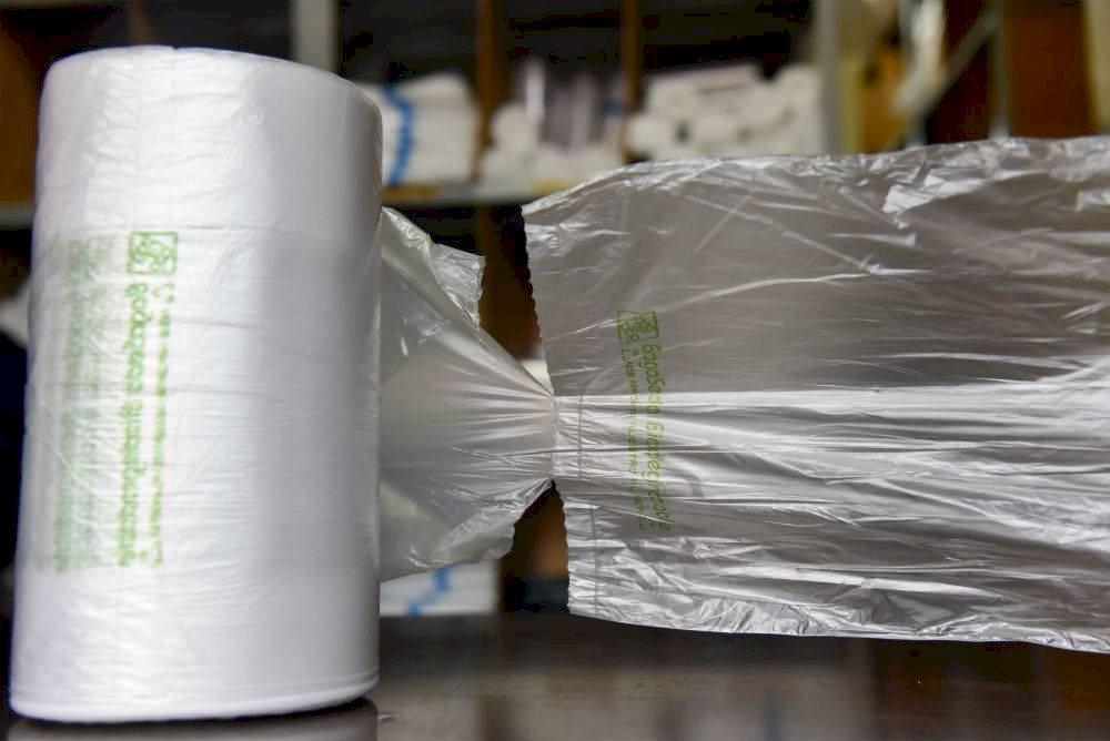 A partir del 1 de enero en la Ciudad de México estará prohibido dar bolsas de plástico en establecimientos mercantiles Foto: Cuartoscuro