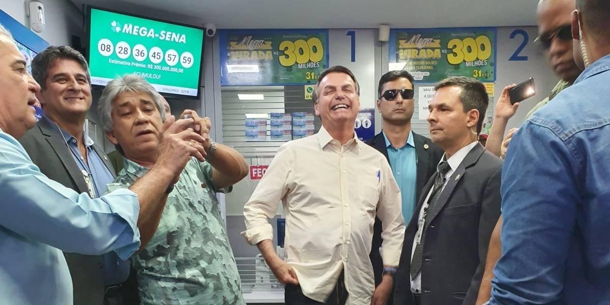 Mega da Virada: Bolsonaro faz aposta em lotérica de Brasília