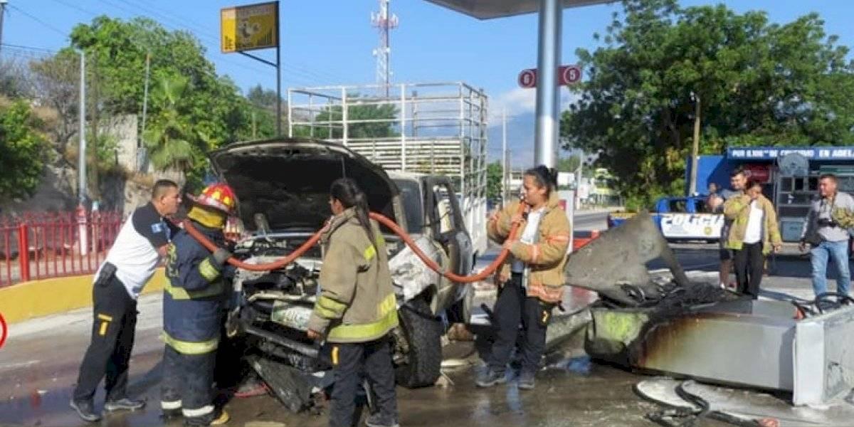 VIDEO. Pickup se estrella contra bomba de una gasolinera en Zacapa