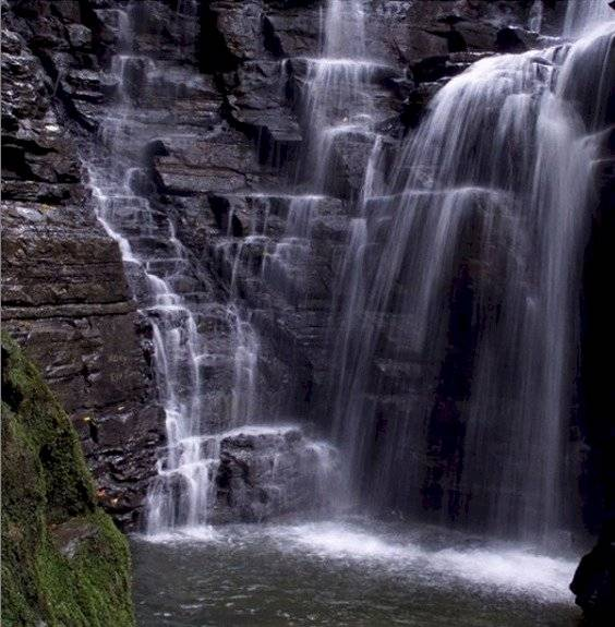 Cascada de Latas
