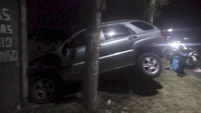 Vehículo se empotra en inmueble en Villa Nueva