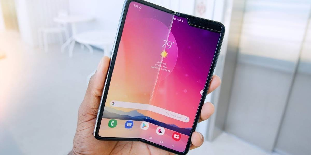 Samsung Galaxy Fold 2 seria o primeiro aparelho com tela de vidro flexível