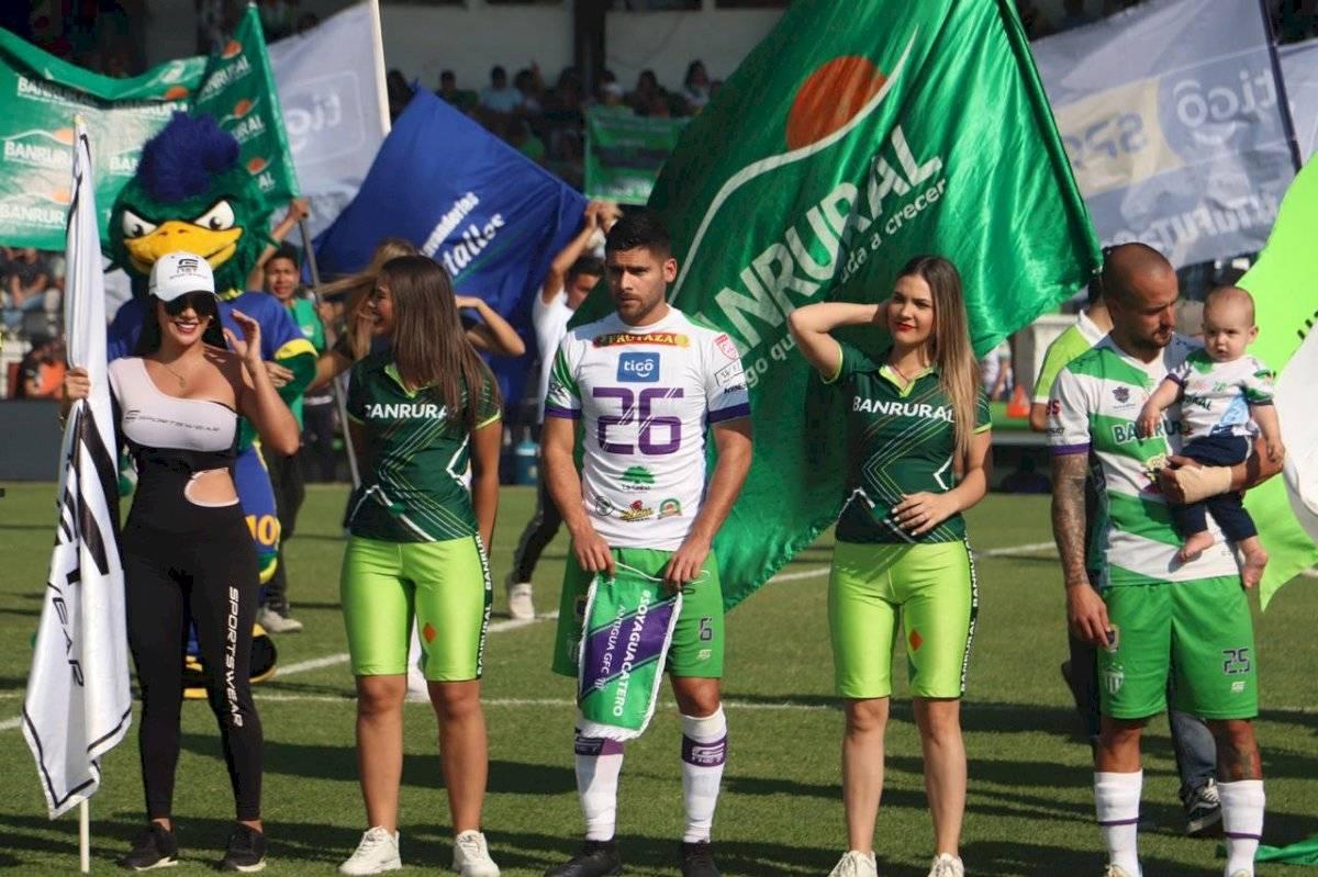 José Carlos Pinto con la playera de Cristian Jiménez