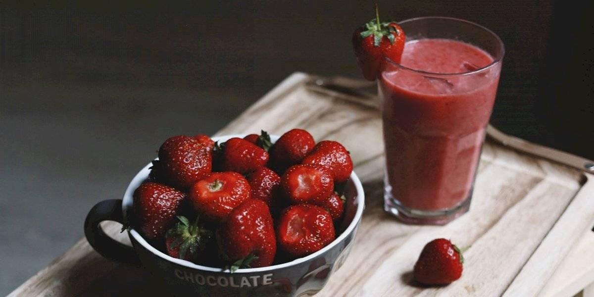 Elimine as impurezas do corpo com um nutritivo batido de morango e espinafre